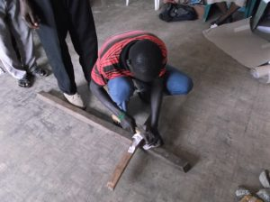 Korset där vi får lägga av vår smärta. Korsets verkstad som vanligt ett klimax i workshopen.